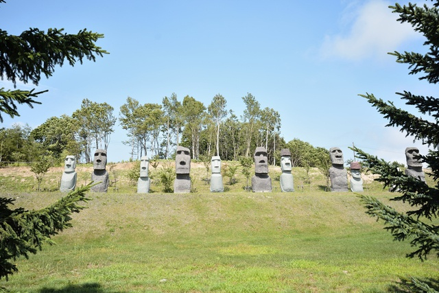 霊園に巨大「頭大仏」や「モアイ像」が!? 驚きいっぱい真駒内滝野霊園