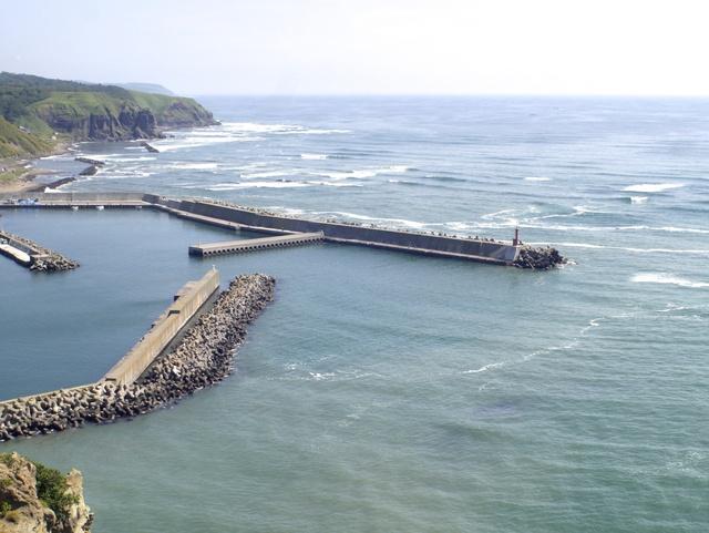 秋のルアー釣り入門!北海道の海で豪快なサケの引きを楽しもう