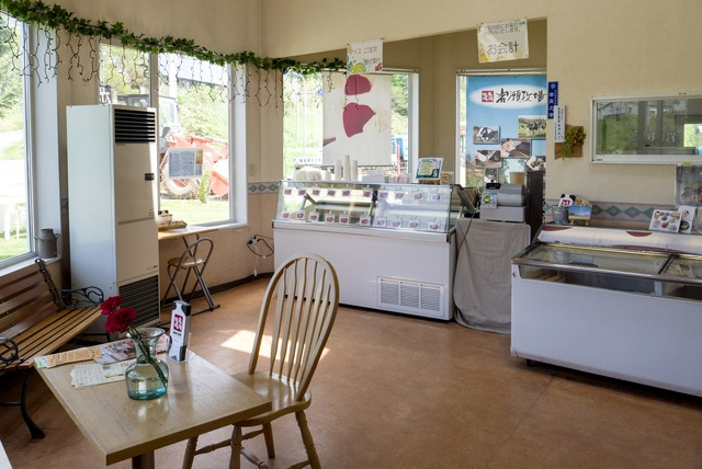 季節ごとに食べ比べするのがツウ!砂川市のジェラート店「岩瀬牧場」