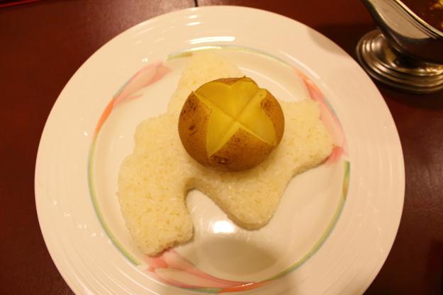 北海道に行ったら一度は食べておきたい!『北海道の形をしたカレー』