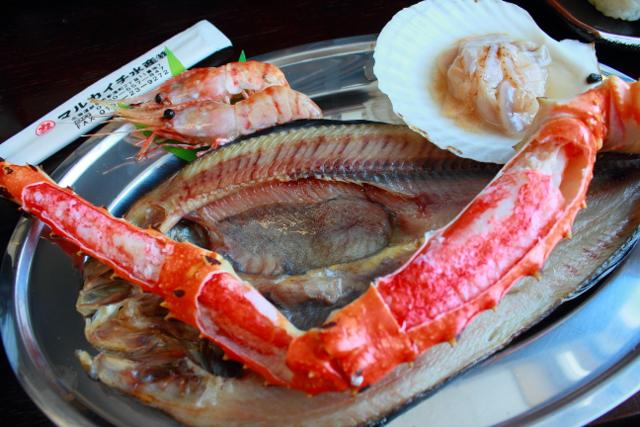 自分で焼いて食べれば二度美味しい! マルカイチ水産で海鮮炉端焼きに挑戦