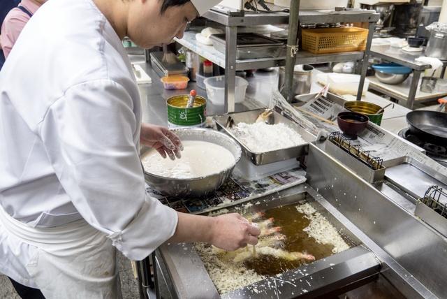 長沼町「いわき」のユニーク丼「赤字丼」「黒字丼」「白字丼」って何?!