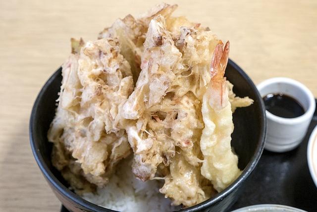 キャベツが天丼に!なんぽろ温泉レストランで味わえる「キャベツ天丼」