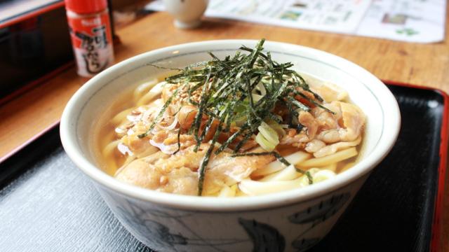 「白いおしるこ」の岡田屋さんは、うどんもカレーも美味しいゾ!