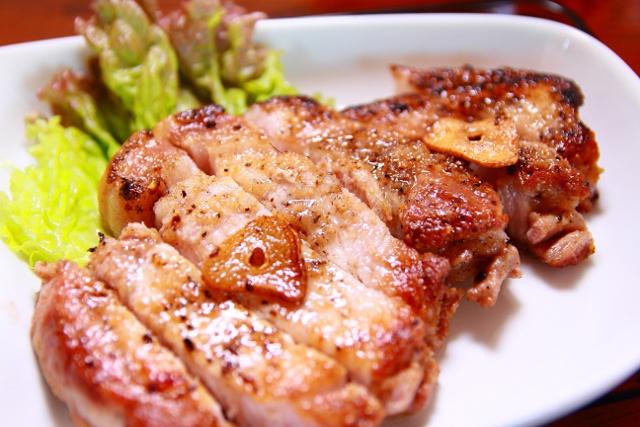 甘い脂身と柔らかい肉質!サツマイモ食べて育つ鶴居・三恵豚が旨い!