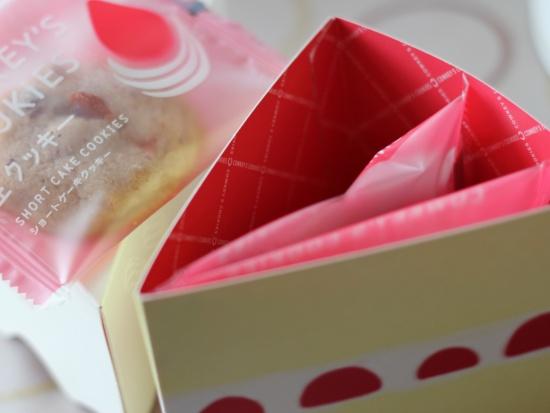 パッケージが可愛い!新発売のショートケーキクッキー