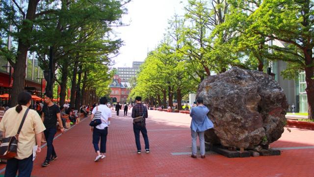 話題になっている北3条広場の巨石―そもそもこの巨石は一体何なの?