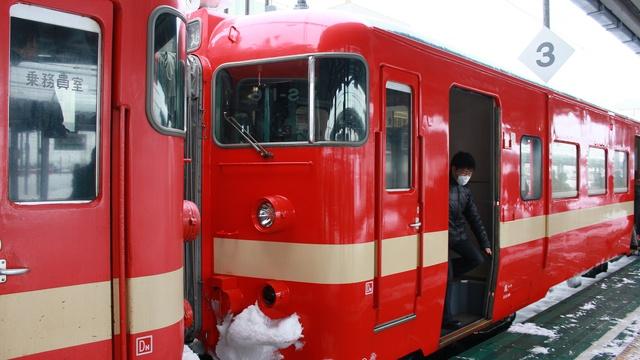 さよなら711系!国内初の交流専用電車「赤電」が3/13を最後に引退