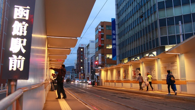 グッドデザイン賞を受賞!港町らしさ込めた函館市電・函館駅前停留所