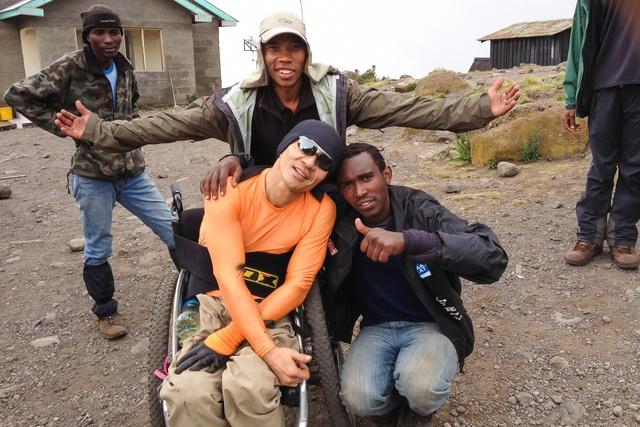 日本で初めて車いすでキリマンジャロ登頂!札幌在住の猪飼嘉司さん