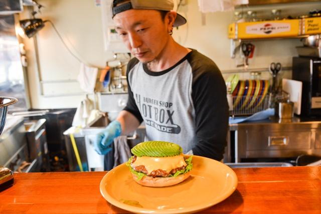 ハンバーガー王国に殴り込み?! 食通絶賛 函館のバーガー店「HOT BOX」