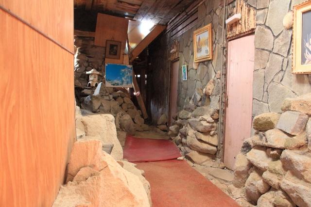 レトロな雰囲気が満載!崖の上に建つ喫茶店「ランプ城」―室蘭