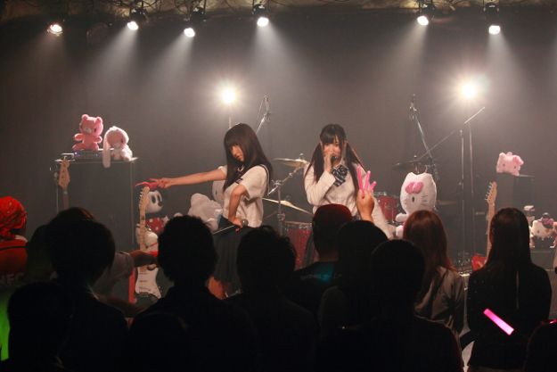 WHY@DOLL(劇場型バンドアイドルグループ)