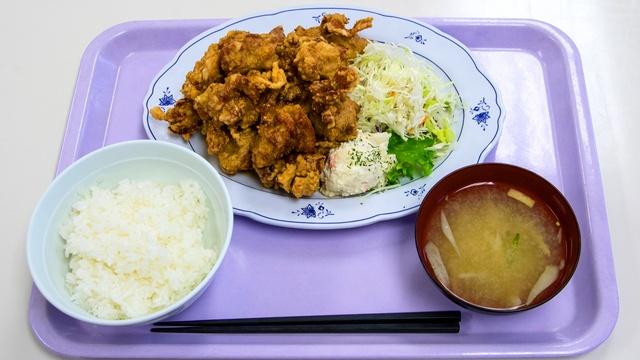 ザンギ12個入って470円の「メガザンタレ定食」に驚き!手稲区役所食堂