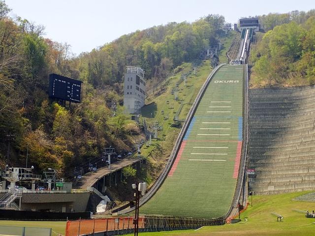 スキージャンプやスケートは意外と難しい?! 札幌・大倉山で疑似体験!