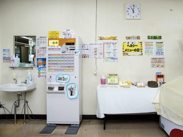 ザンギ12個入り「メガザンタレ定食」が490円!「札幌市南区役所食堂」