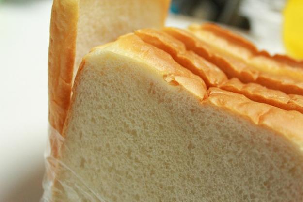 可愛らしいパンが目白押し! 山小屋風「ひげのパン屋」