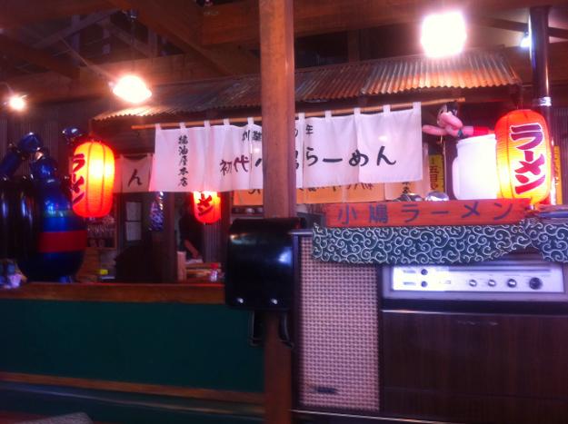 昭和時代にタイムスリップ!?「おとん食堂」で昔ながらのラーメンをすする
