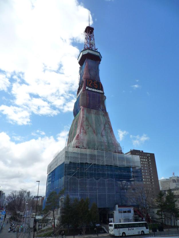 10年ぶりのお色直し中! 工事完了まで1カ月のさっぽろテレビ塔