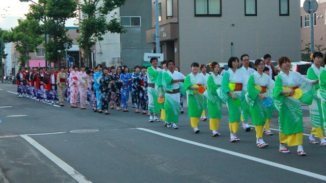 巨大ねぷた行燈が復活!岩見沢で「観光踊りパレード」開催