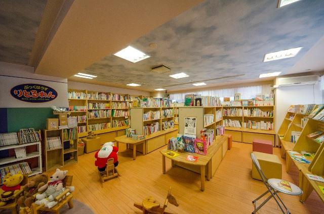 絵本がズラリ!本郷通りの児童書専門書店「ぶっくはうす りとるわん」