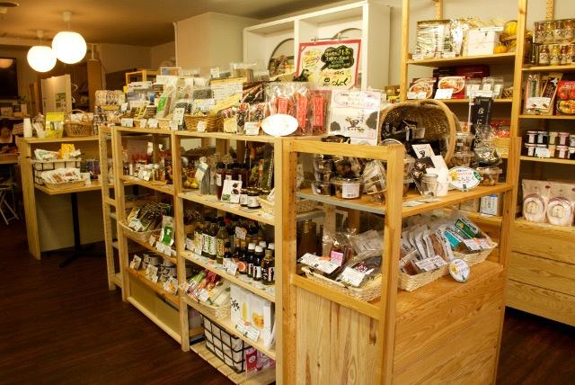 イチオシは自然素材のパフェ!厳選道産品が並ぶ「北海道ファームズ」