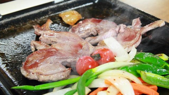 柔らかく臭みないラム肉をステーキ&ジンギスカンで!新篠津ラムラム