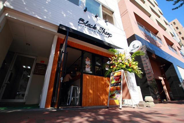 札幌に新風!ラム肉使った手ごねバーガー店「Black Sheep」オープン