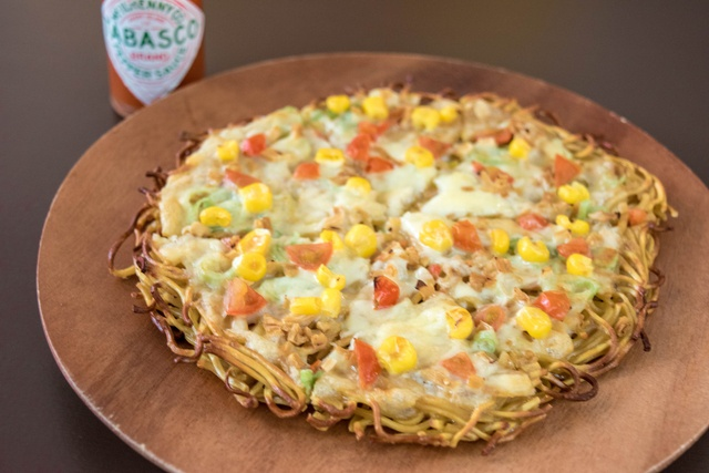 北海道唯一!? B級グルメ「ラーメンピザ」を食べられる店が江別に!