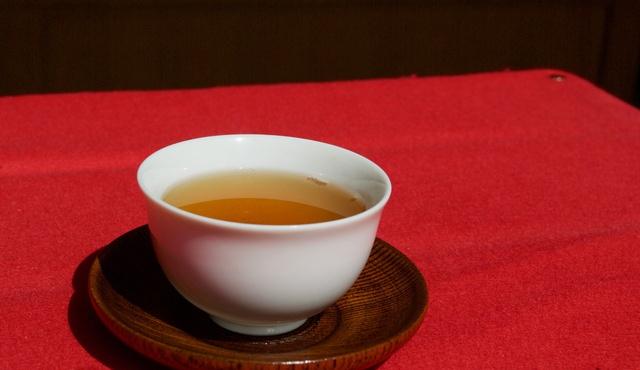 札幌円山の桜で作った桜茶アイスをプラス!1週間限定のパフェが登場!
