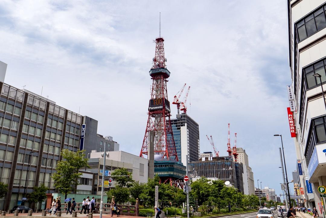 高さ27mから大通公園に飛び込め!さっぽろテレビ塔でダイブに挑戦!
