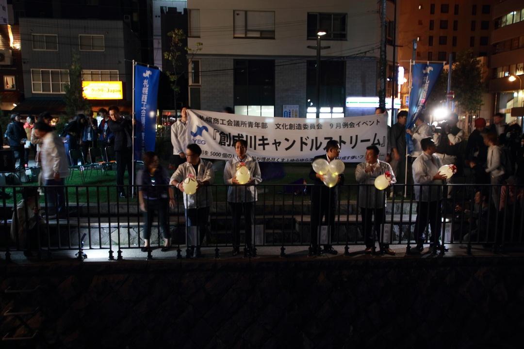 創成川で5,000個のLED風船を放流!創成川キャンドルストリーム初開催