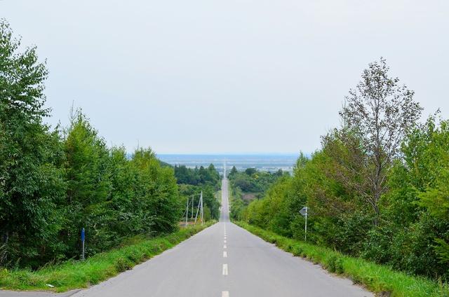 知床には天まで繋がる道路があった!? 斜里町「天に続く道」