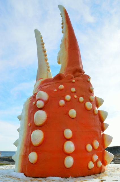 紋別名物「巨大カニ爪オブジェ」はかつて流氷の上に浮かべていた?