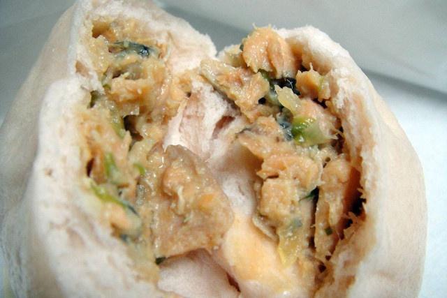 肉まんと思って食べたら鮭の味!ウトロの新メニュー「知床チェプ饅」