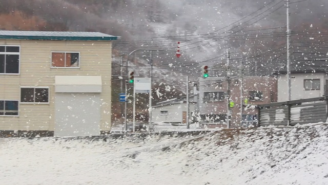 花が舞うかのようにきれい!冬の風物詩「波の花」を北海道で見る