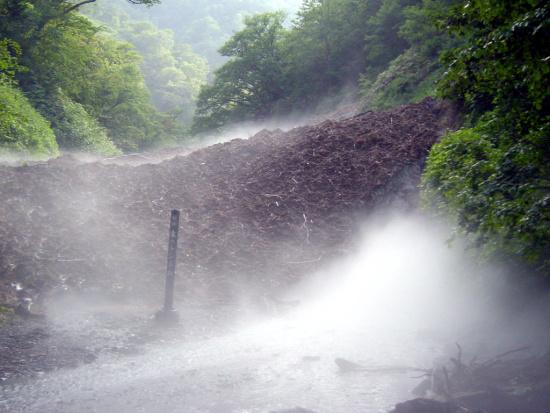 夏に見られる西興部村の氷のトンネルとは