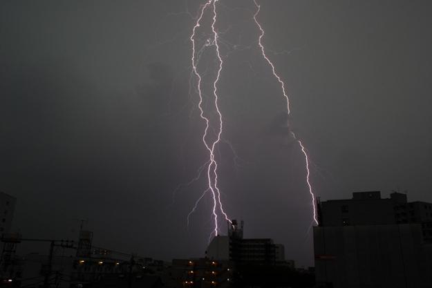 眠れない市民続出! 深夜の札幌に鳴り響く強烈な雷鳴