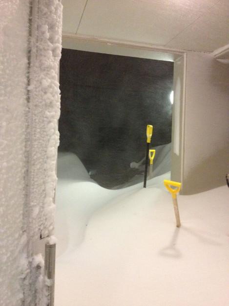オホーツク・宗谷・根室地方で暴風雪、通行止め相次ぎ各地で陸の孤島化