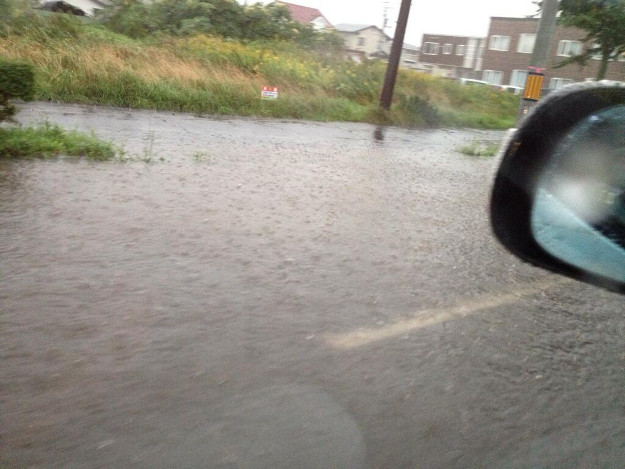 恐怖感じる豪雨で道路冠水―苫小牧で観測史上二番目の時間雨量記録