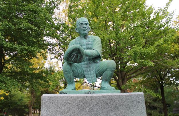 函館にはかつて野球日本代表の主将がいた! 伝説の捕手・久慈次郎とは?