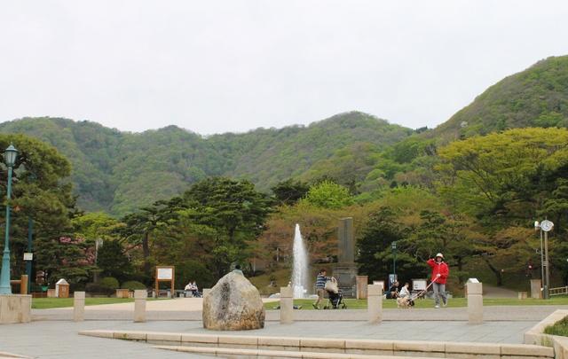 『函館公園こどものくに』にある国内最古と国内初の乗り物・遊具とは?