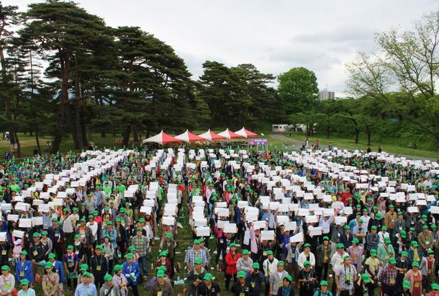 1479人が手をつなぎ世界記録更新!五稜郭築造150年記念イベントで