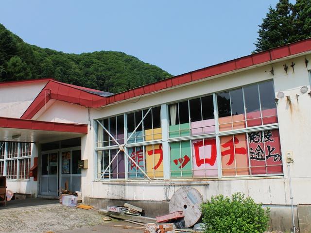 廃校校舎にレトロなにぎわい!福島町の不思議な館「チロップ館」