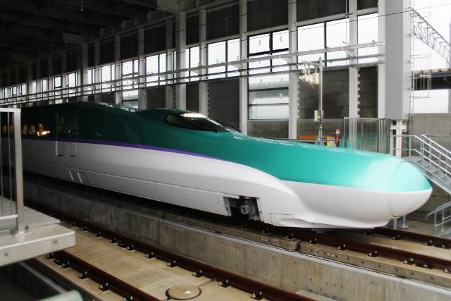 北海道新幹線H5系試験走行始まる!新函館北斗駅で歓迎セレモニー開催