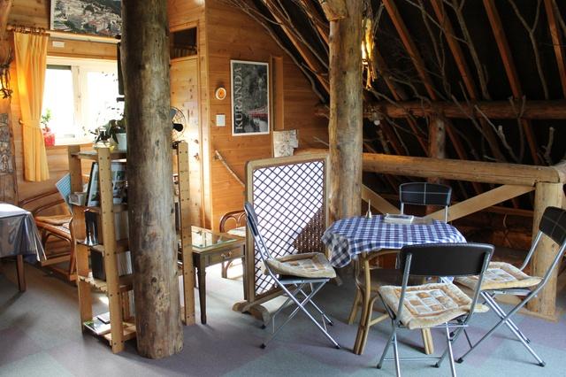 ログハウスに白い展望塔のあるカフェ―七飯『森の丘のcafe 青い空』