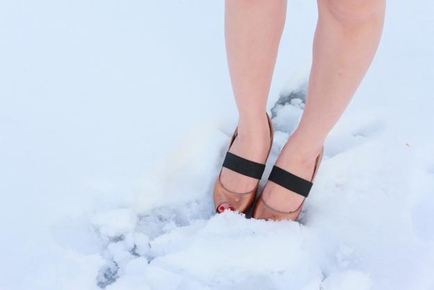 【耐寒テスト】雪の中、ショートパンツ+半袖で遊べるのか? 試してみた