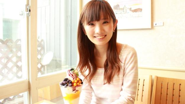 甘味と酸味のコラボ、小果実3種を使ったリトルベリーズパフェ