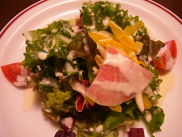 自家農園で育てた野菜を使ったメニューが人気!「ビストロヴァンサンク」