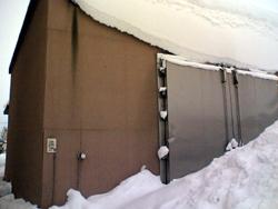 世界初の雪冷房マンションの貯雪庫